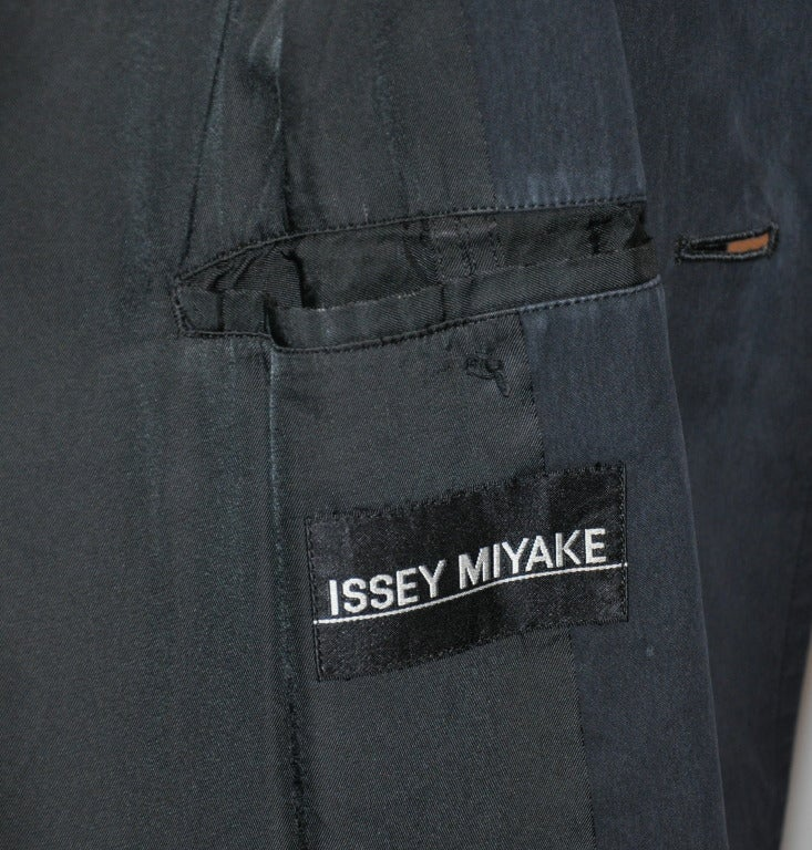 Issey Miyake Men's Black Trench Coat In Good Condition For Sale In New York, NY