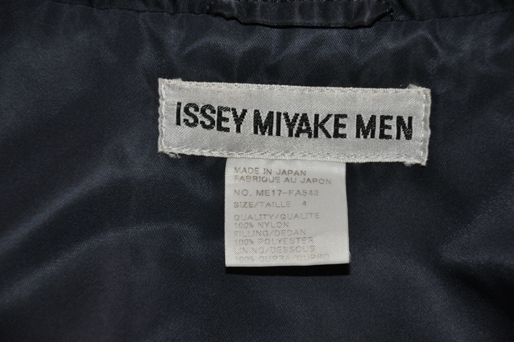 Issey Miyake Men trenchcoat. For Sale 3