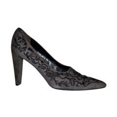 Stephane Kelian gray suede embroidered pumps