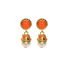 Clip-on earrings in gold with coral and pearl accents