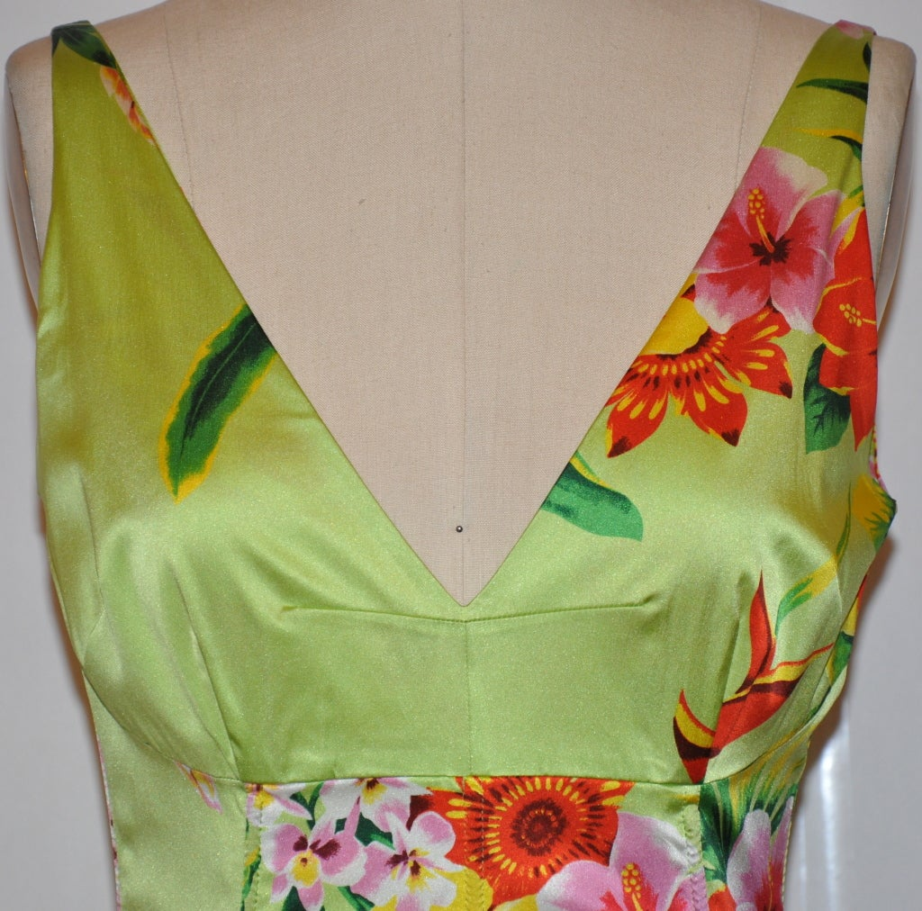 Women's Dolce & Gabbana green floral form-fitting dress For Sale