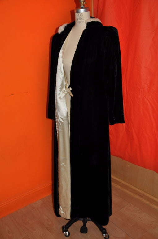 Victorian velvet with mink trim hooded evening coat In Good Condition For Sale In New York, NY