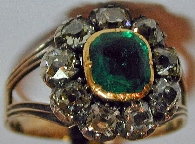 Antique Emerald and Diamond Cluster Ring 1