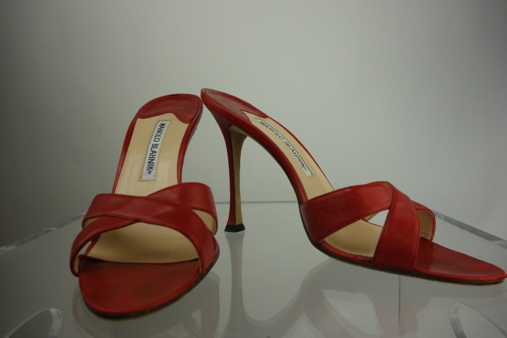 Manolo Blahnik In New never worn Condition For Sale In Cincinnati, OH