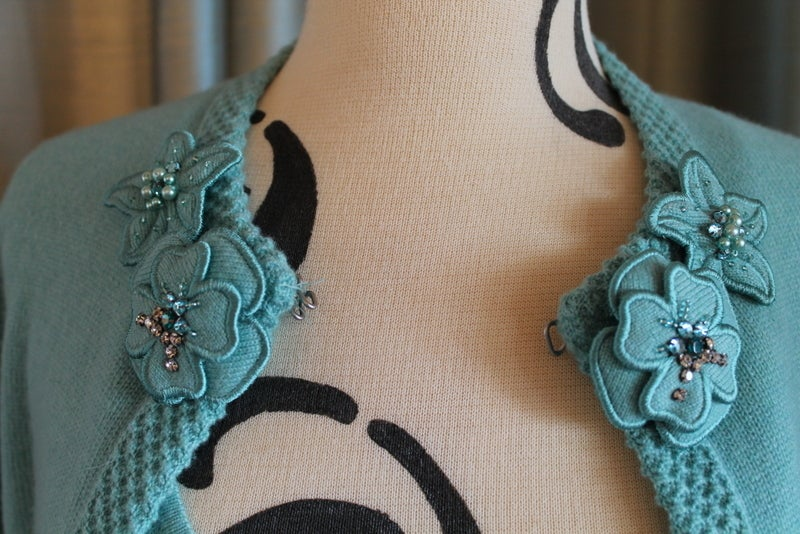Chanel Turquoise Cashmere Cardigan Set with Detachable Flowers - 40 - 05P In Excellent Condition For Sale In Palm Beach, FL