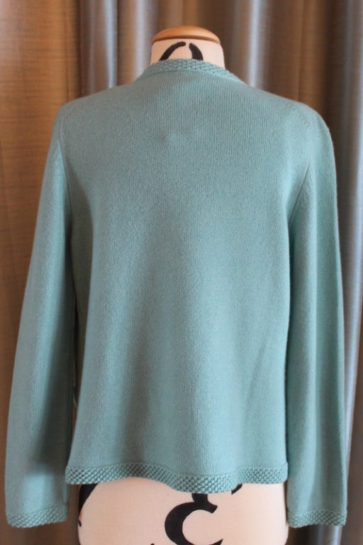 Chanel Turquoise Cashmere Cardigan Set with Detachable Flowers - 40 - 05P For Sale 2