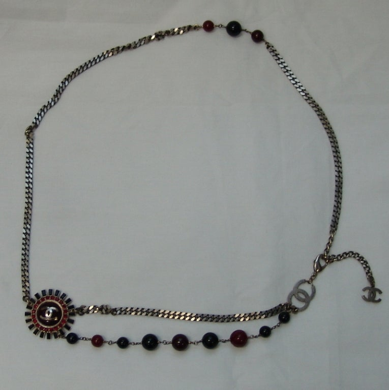 Chanel Gunmetal Chain Belt/Necklace with Red & Black Stones - circa 2007 Fall  In Excellent Condition For Sale In Palm Beach, FL