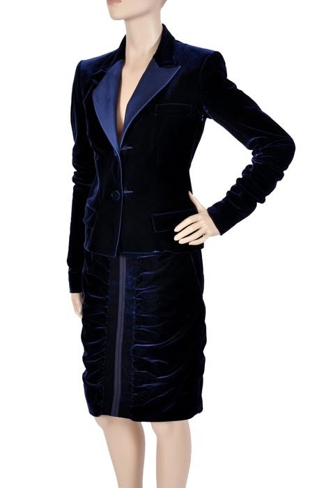 TOM FORD for YVES SAINT LAURENT BLUE VELVET SUIT In Excellent Condition For Sale In Montgomery, TX