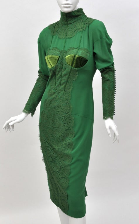 TOM FORD      EMERALD GREEN APPLIQUE LACE COCKTAIL DRESS  Size 40 - US 4  Retail price is $5,900.00  Pre-owned, in great condition.