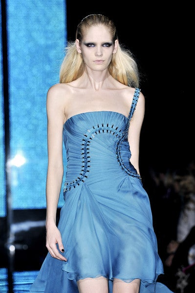 $12,310 New Versace One Shoulder Blue Silk Gown 3