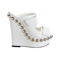 New GIAMBATTISTA VALLI WHITE LEATHER STUDDED PLATFORM SHOES