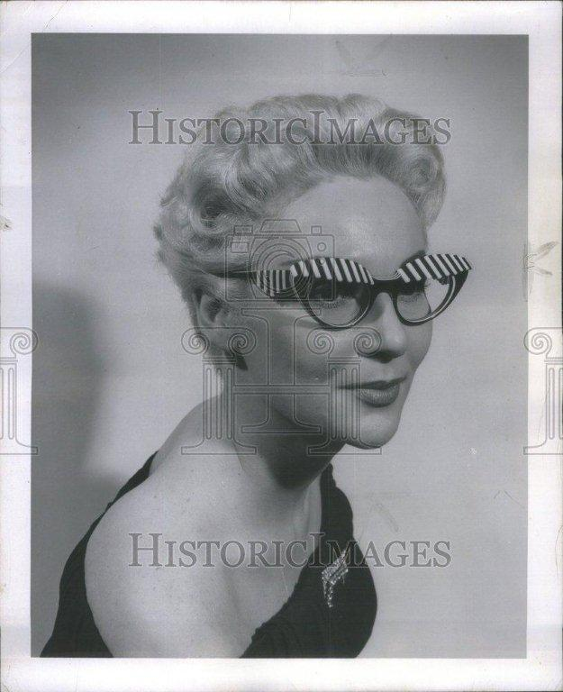 House of Schiaparelli Surreal Pearl Eyebrow Glasses image 8
