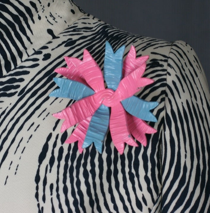 Women's Haute Couture Shocking Pink and Blue Schiaparelli Bow Brooch For Sale