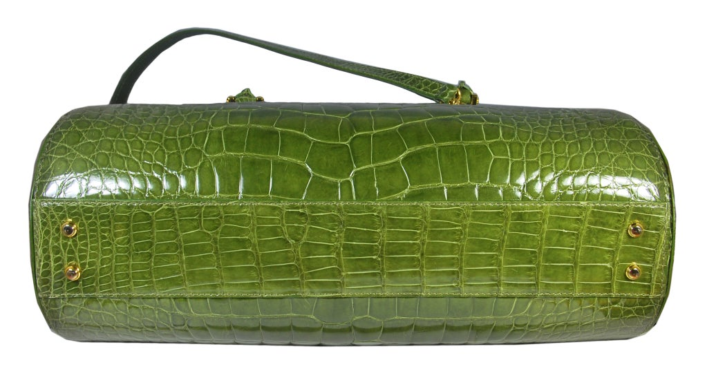 LANA MARKS Fabulous Olive Green Genuine Alligator Handbag In Excellent Condition For Sale In Teaneck, NJ