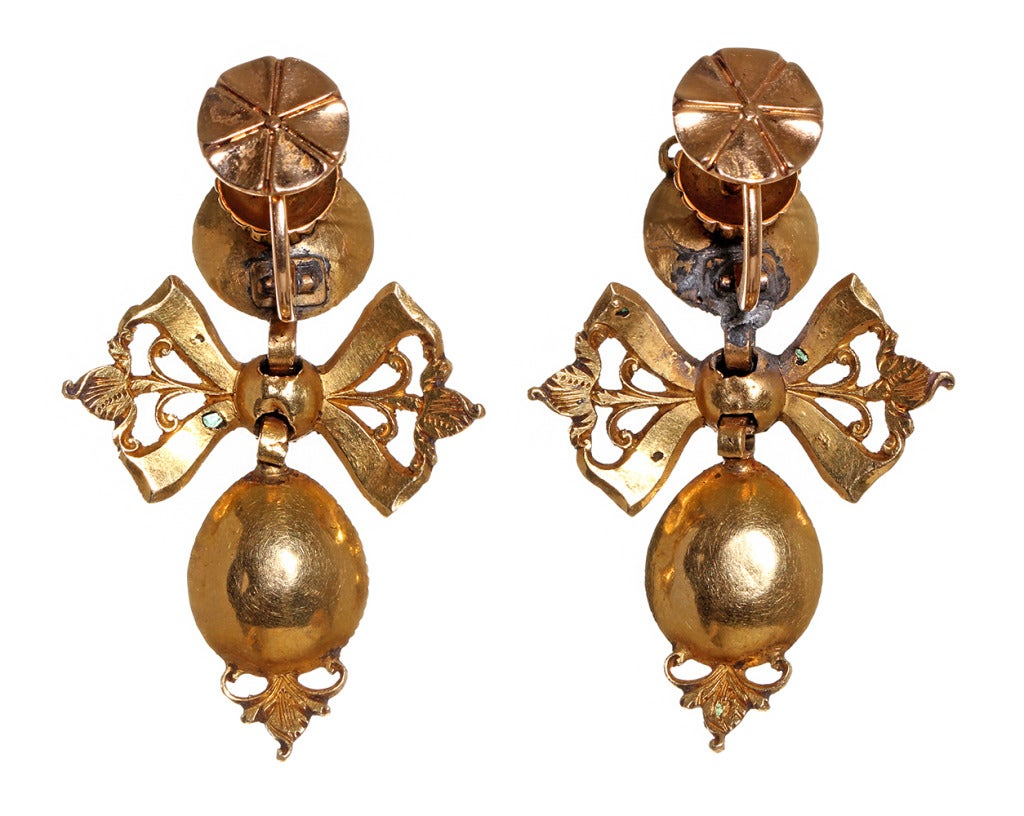 18th Century Spanish Gold and Emerald Earrings image 3