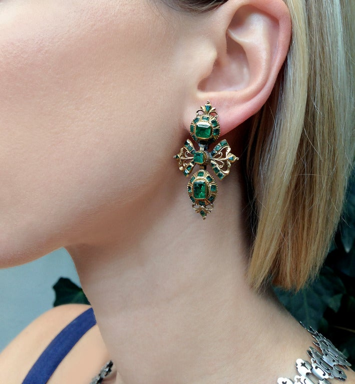 18th Century Spanish Gold and Emerald Earrings image 4