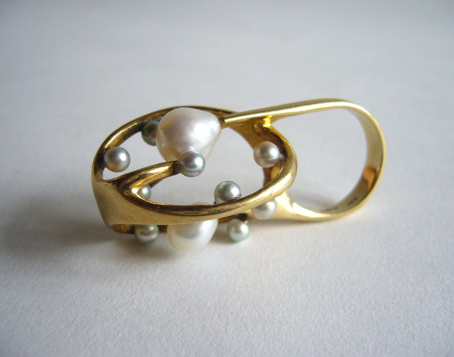 J. Arnold Frew Pearl Gold Modernist Cocktail Ring In Excellent Condition For Sale In Los Angeles, CA