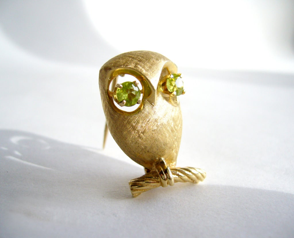 Peridot Gold Owl Brooch In Excellent Condition For Sale In Los Angeles, CA