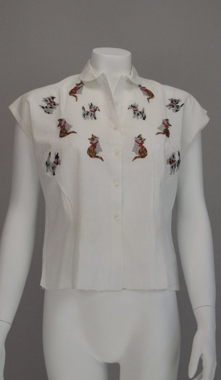 Gray 1950s Cats & Dogs 1950s embroidered blouse For Sale