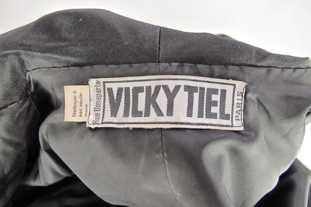 1980s Vicky Tiel black silk cropped pant set For Sale 4