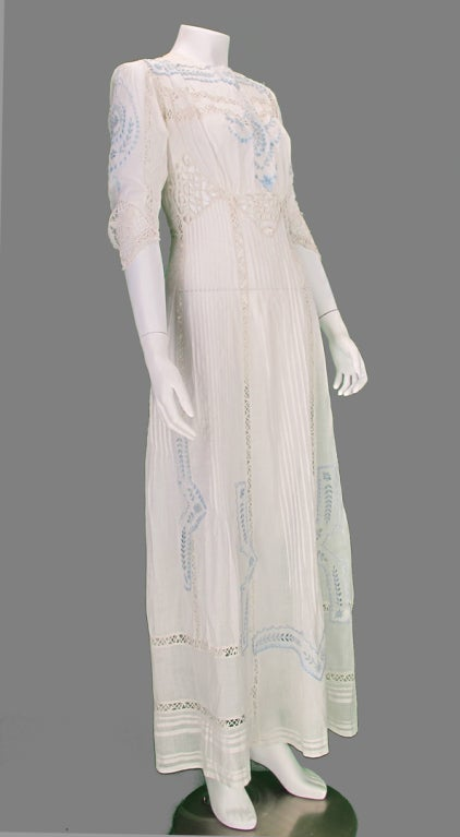 Gray Edwardian blue and white embroidered batiste tea dress early 1900s For Sale