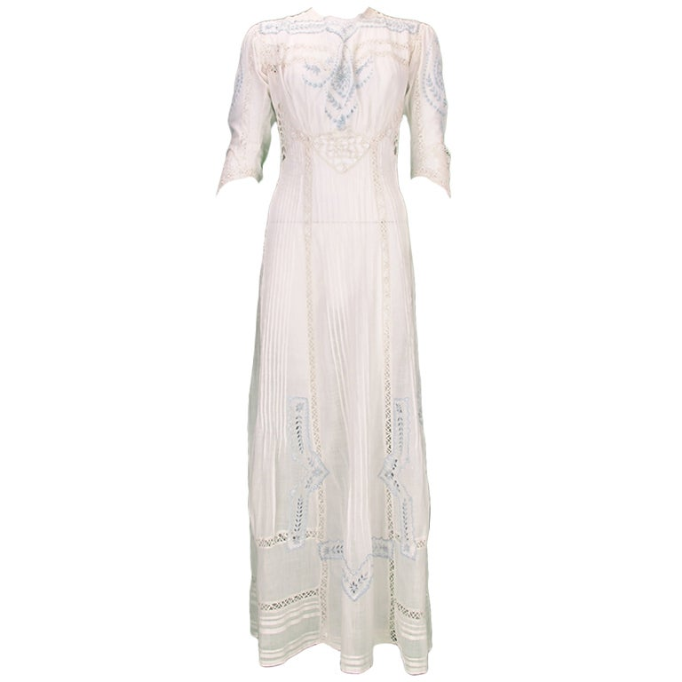 Edwardian blue and white embroidered batiste tea dress early 1900s For Sale