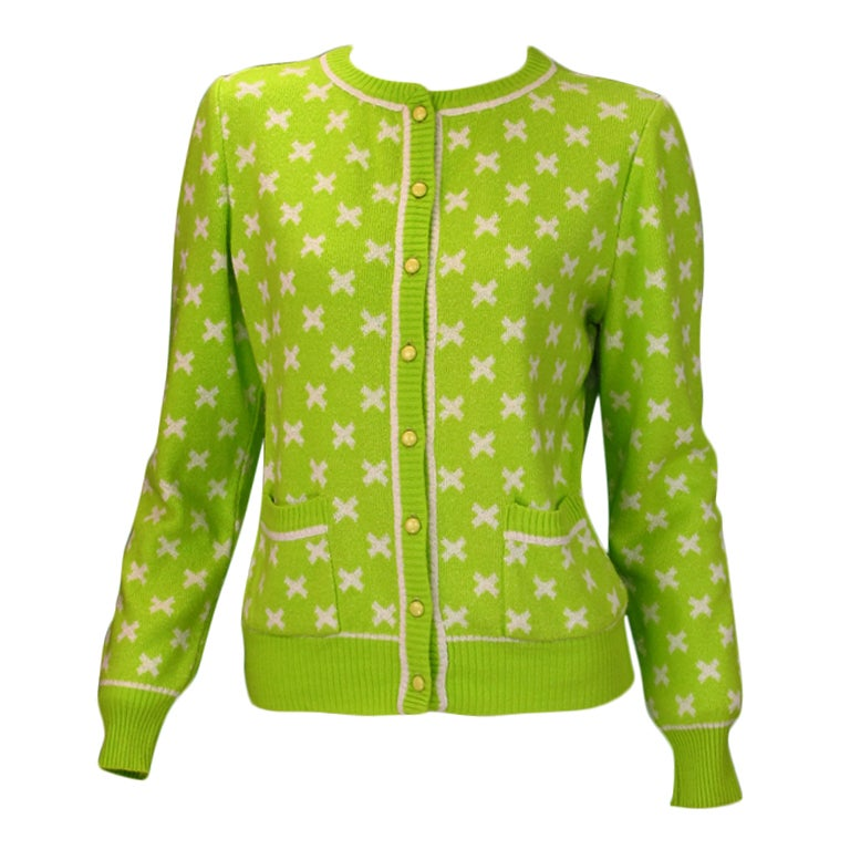 Lime Green Cropped Cardigan with White Pencil Skirt. Add a mustard yellow cropped sweater cardigan to turn this into a stylish layered look. For the shoes, wear a pair of leopard print high heels to look mature and feminine. White Fitted Cardigan with Fit and Flare Midi Dress.