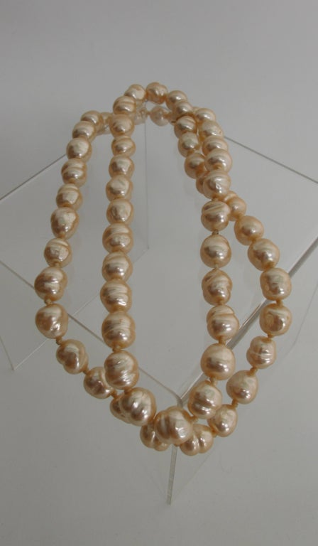 Women's Chanel large champagne baroque pearl necklace 1981 For Sale