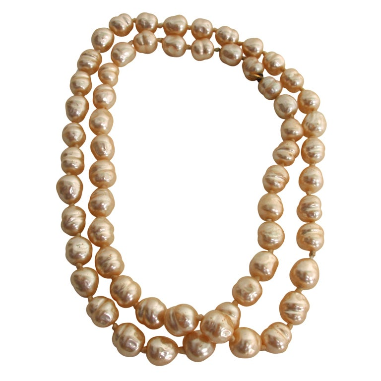 Chanel large champagne baroque pearl necklace 1981 For Sale