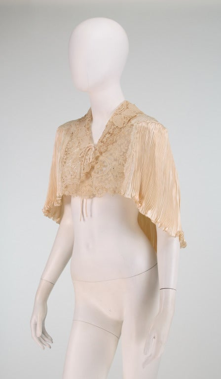 1940s Trousseau Cape in Ivory Pleated Silk Satin and Duchesse Lace 4