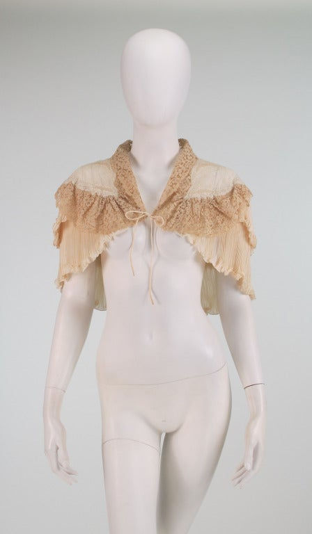 1940s Trousseau cape Ivory pleated silk crepe & Rosaline lace 2