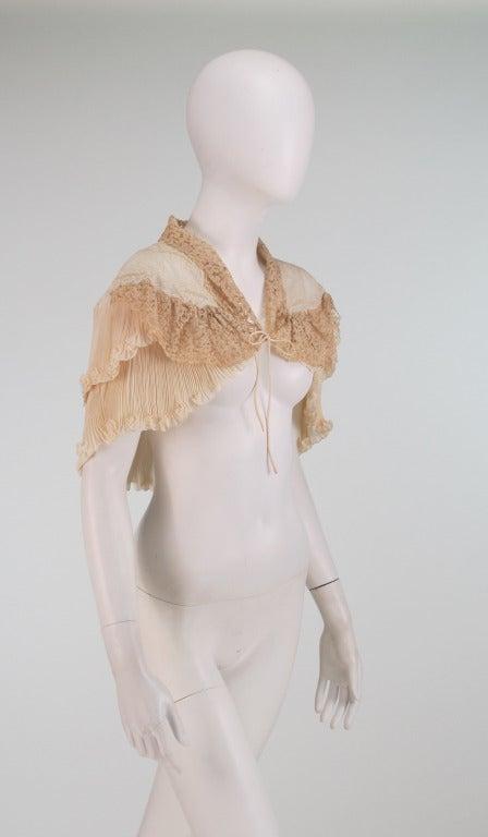 1940s Trousseau cape Ivory pleated silk crepe & Rosaline lace 3