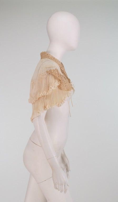 1940s Trousseau cape Ivory pleated silk crepe & Rosaline lace 4
