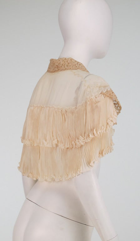 1940s Trousseau cape Ivory pleated silk crepe & Rosaline lace 5