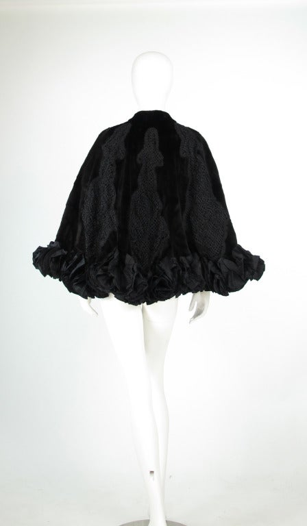 Oscar de la Renta Couture beaded fur evening cape In Excellent Condition For Sale In West Palm Beach, FL