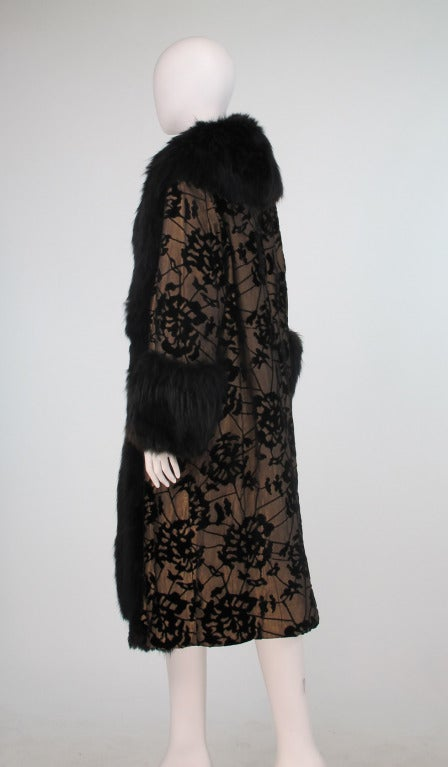 1920s gold cut velvet evening coat with black fox trim In Excellent Condition For Sale In West Palm Beach, FL