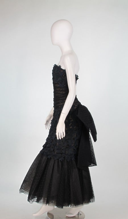 1980s Victor Costa guipure lace & point d'esprit strapless evening gown In Excellent Condition For Sale In West Palm Beach, FL