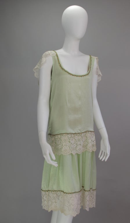 Gray 1920s silk & lace afternoon dress For Sale