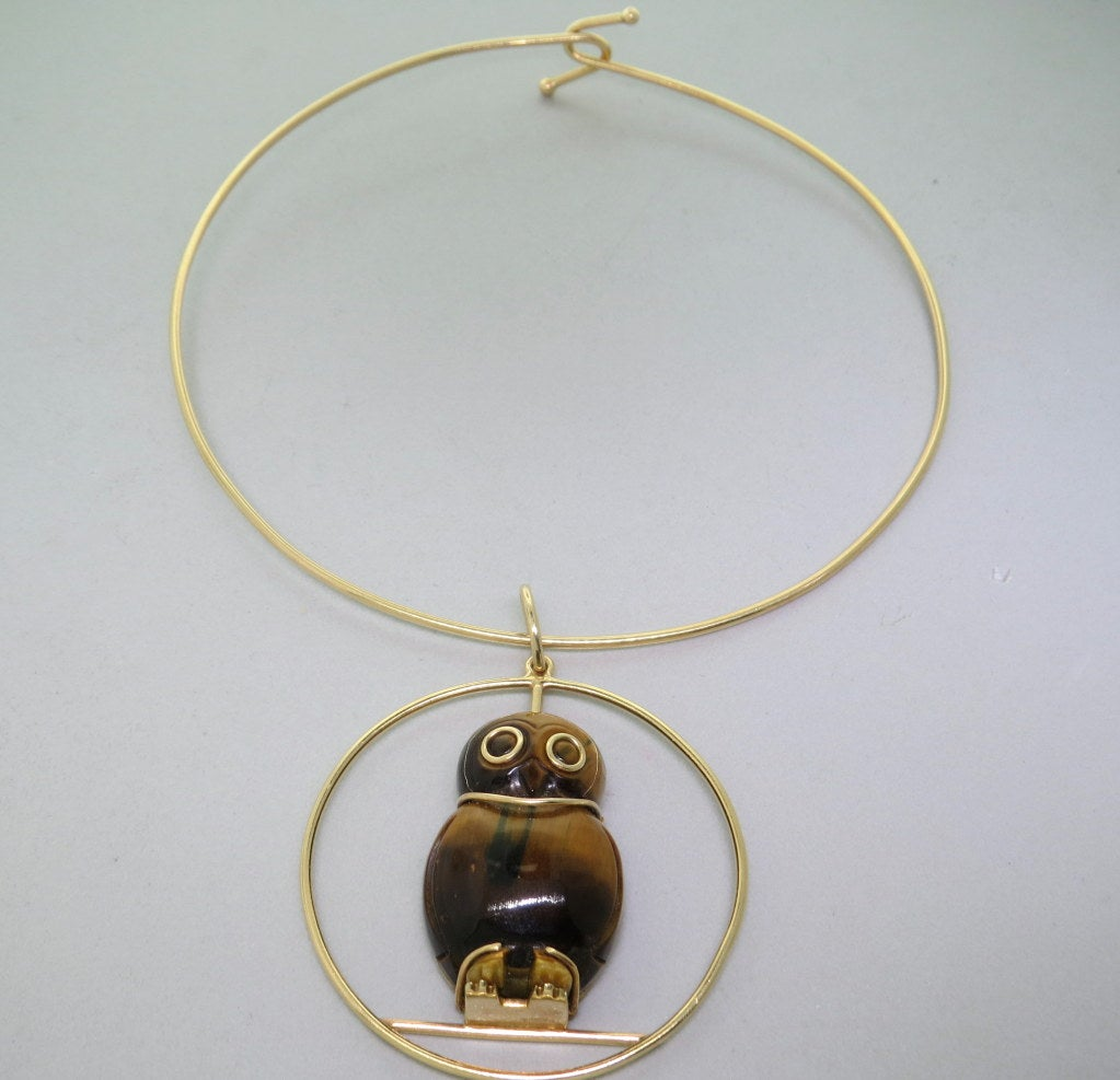 1970s Seaman Schepps Gold Tiger's Eye Owl Pendant Necklace In Excellent Condition For Sale In Lahaska, PA
