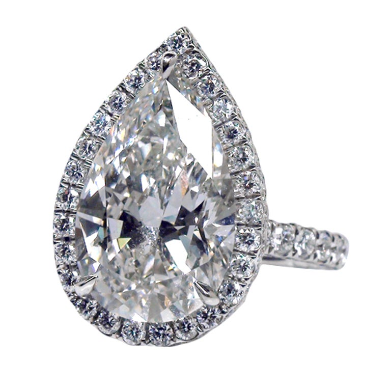 Magnificent Pear Shaped Diamond Ring For Sale at 1stdibs