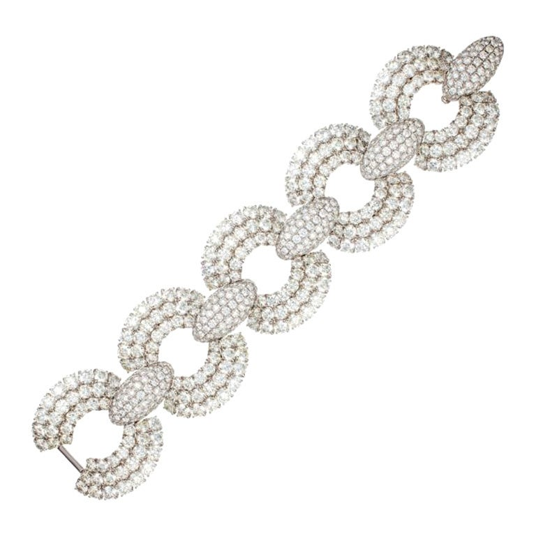 Magnificent Diamond Link Bracelet in White Gold For Sale