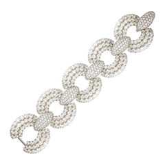 Magnificent Diamond Link Bracelet in White Gold