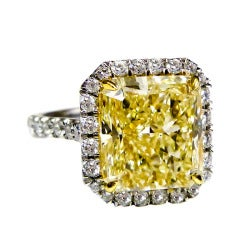 Vibrant Canary 7.11 Carat Yellow Diamond ring