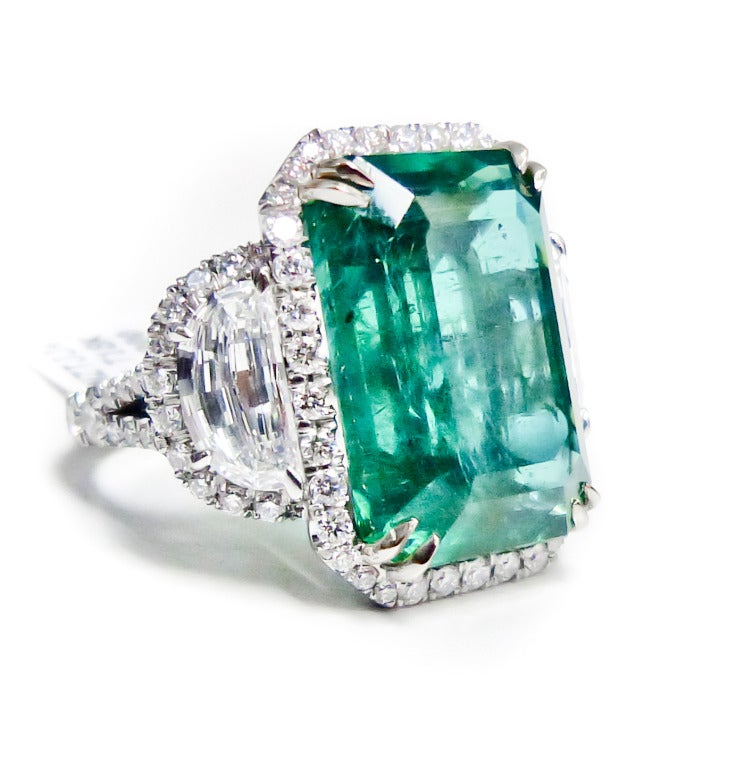 exquisite green emerald and ring at 1stdibs