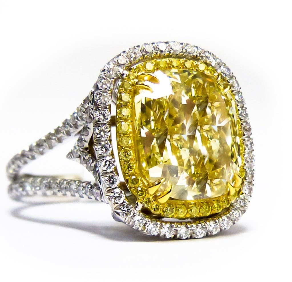 vibrant 8 28 carats canary fancy yellow ring