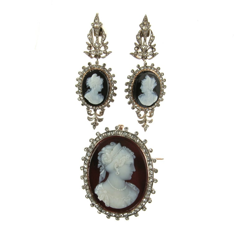 An absolutely phenomenal pair of sterling silver-topped 18K yellow gold French Louis-Philippe I drop earrings featuring a pair of matched and mirrored carved onyx cameos depicting the bust of a woman. Each cameo is set in a frame of rose-cut