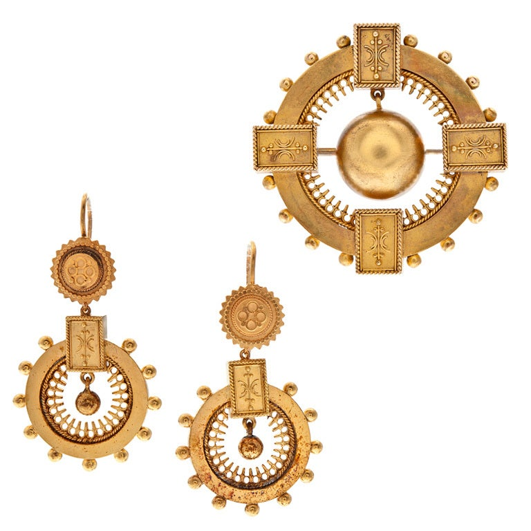 Victorian Bold Yellow Gold Brooch and Earring Set, circa 1850 For Sale
