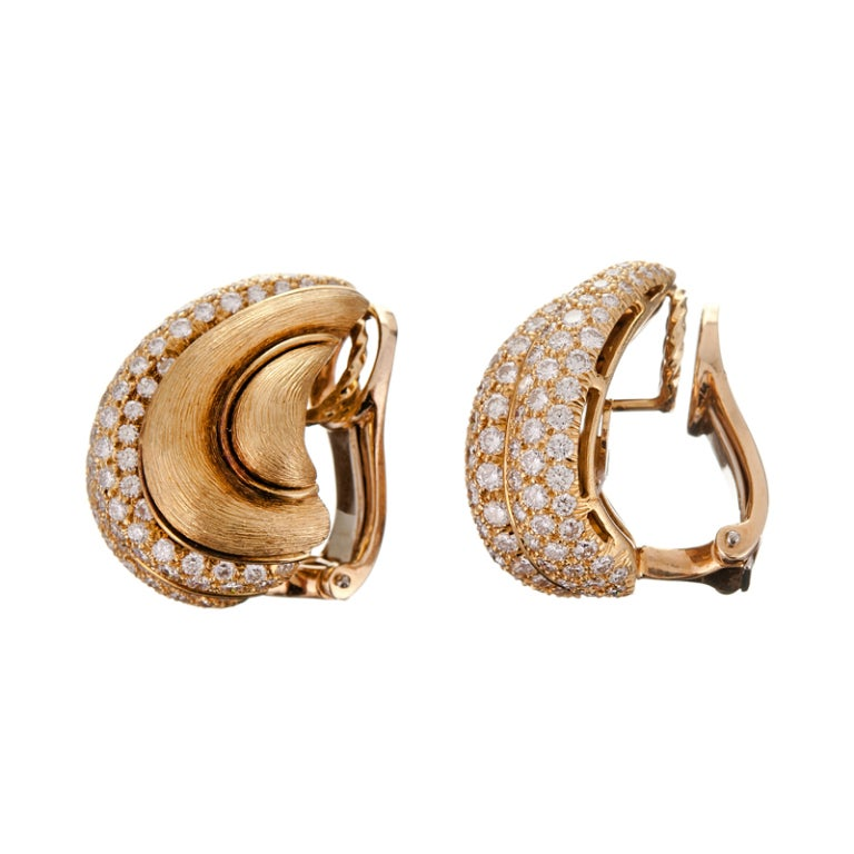 HENRY DUNAY Textured Gold & Diamond Earrings 2
