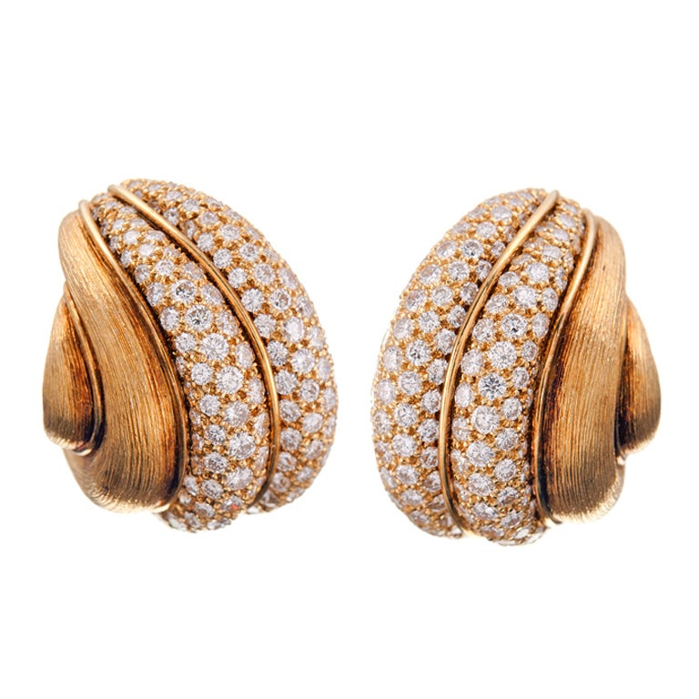 HENRY DUNAY Textured Gold & Diamond Earrings 1