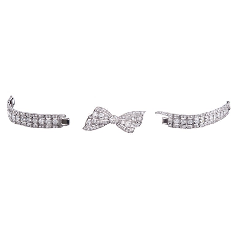 "Art Deco Marvelous ""Convertible"" 1930s Platinum Diamond Bow Bracelet For Sale"